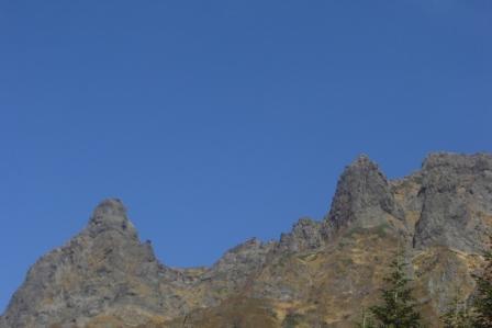 ⑩鉱泉近くから、登ってきたクラックルートがはっきりと見えた