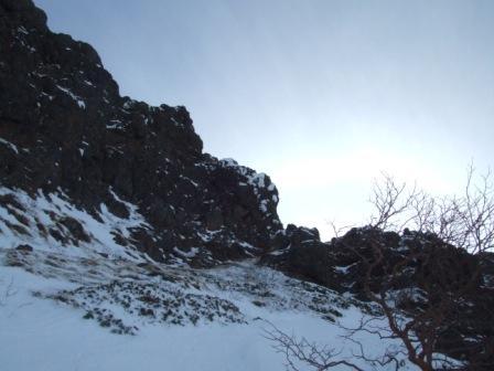 ⑥右上すると上部岩稜