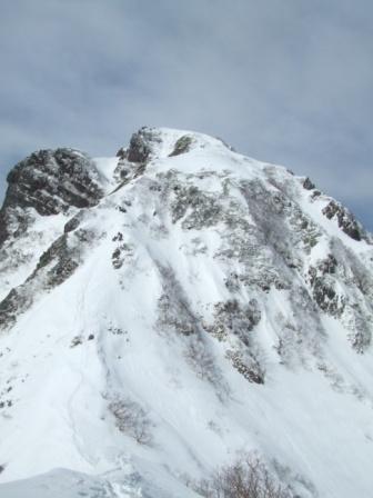 ⑩中岳へのコルから阿弥陀岳を振り返る