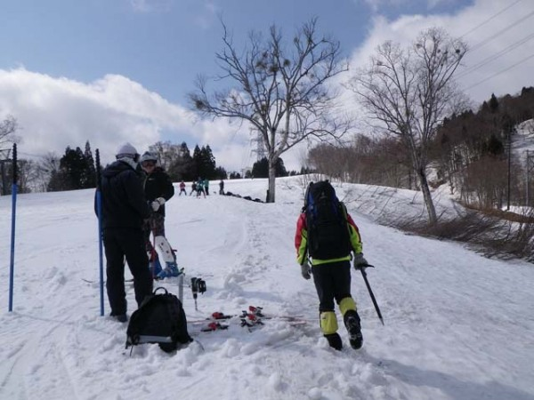 1.かぐらスキー場(ゲレンデ脇をひたすら登る)