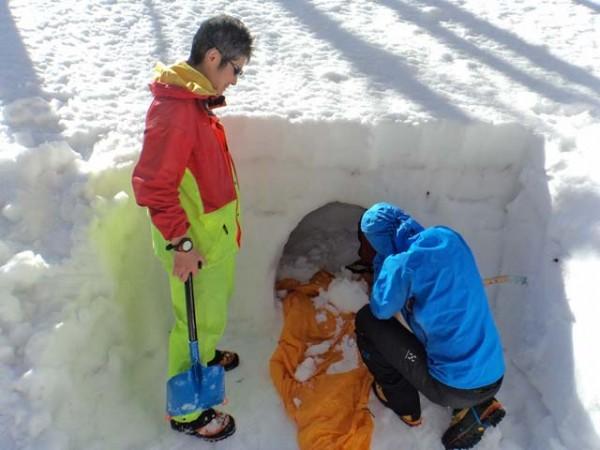 01.雪洞堀り始め