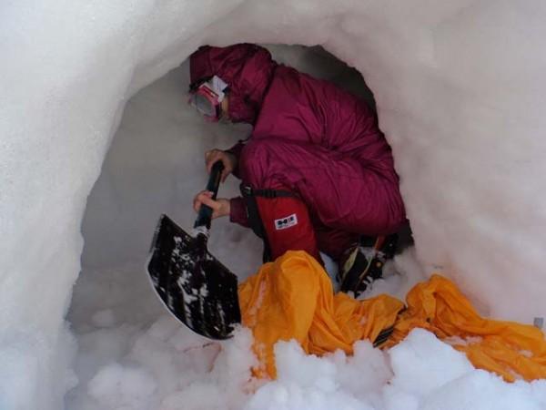 02.雪洞掘削
