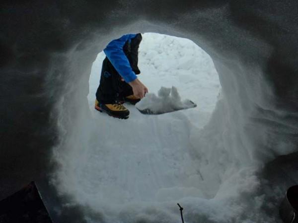 03.雪洞掘削