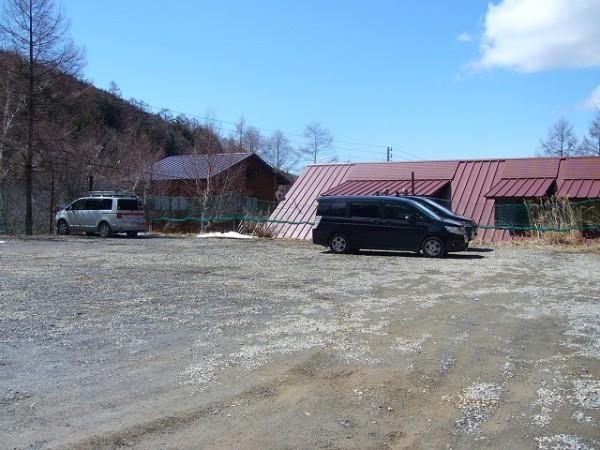 01 赤岳山荘駐車場