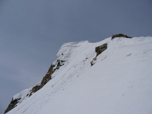 25 杓子岳山頂の雪庇