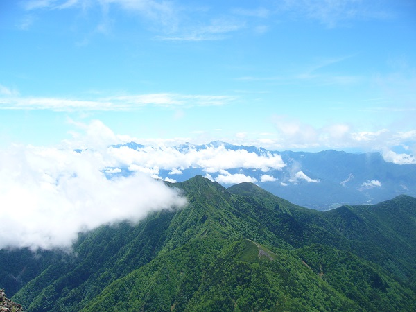 46 南アルプス(赤岳山頂から)