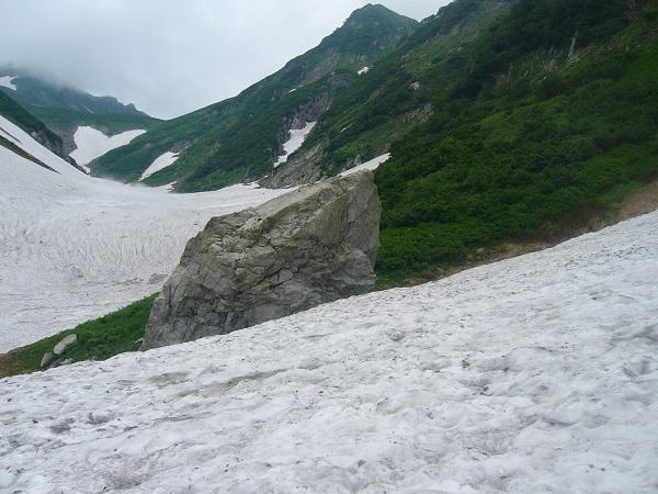 32 平蔵谷出合の大岩