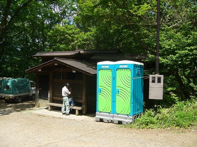 02 駐車場のトイレ