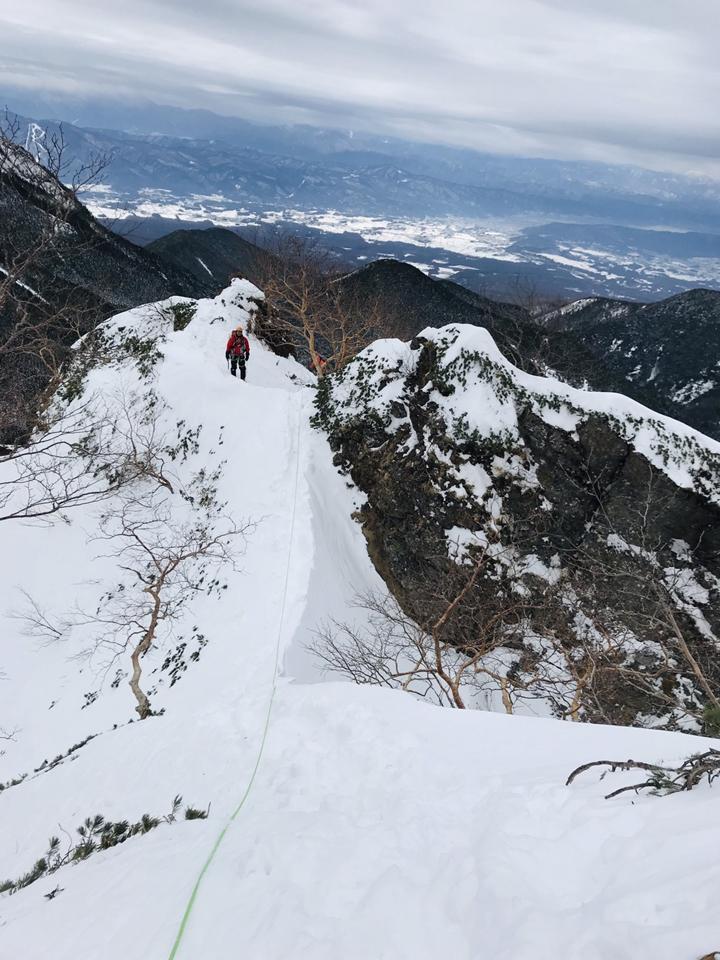 05中間の雪稜